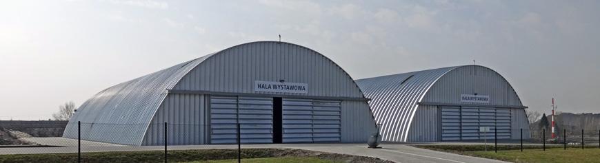 Prefabrykowane, stalowe hale łukowe - hala łukowa odpowiedniej rozpiętości może być zastosowana jako hala wystawowa.