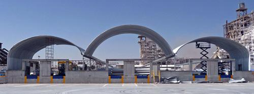 Prefabrykowane hale łukowe - indywidualnie zaprojektowana hala wielonawowa zastosowana jako dach.