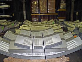 Prefabrykowane samonośne hale łukowe - produkcja hal łukowych TG Buildings, przygotowane do wysyłki palety z halami łukowymi.