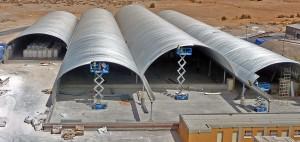 Prefabrykowane samonośne hale łukowe - hala łukowa jako łukowy dach hali wielonawowej - montaż łuków dachu.