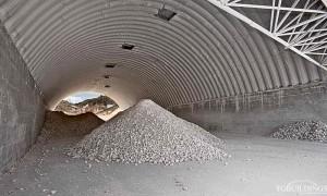 Prefabrykowane hale łukowe - hala łukowa jako samonośne dachy. Lekkie łuki wsparte są na żelbetowych ścianach.