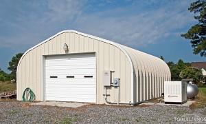Galeria hal łukowych. Prefabrykowane, stalowe hale łukowe typu D - hala łukowa jako przydomowy garaż lub łukowy budynek gospodarczy. Kolorowe łuki - lighstone (jasny szarobrązowy)