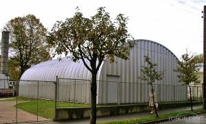 Galeria hal łukowych. Stalowe samonośne hale łukowe z alucynku (aluzinc) - hala łukowa jako lekki magazyn. Proste ściany i łukowy dach.