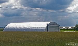 Galeria samonośnych hal łukowych. Prefabrykowane stalowe hale łukowe z alucynku (aluzinc) - hala łukowa jako samonośny, lekki łukowy hangar General Aviation bez fundamentów, na płytach betonowych.