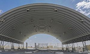Samonośne hale łukowe - hala łukowa w roli łukowego lekkiego zadaszenia na konstrukcji stalowej.