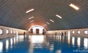 Samonośne samonośne hale łukowe - hala łukowa jako dach łukowy na wieńcu ściany budynku użyteczności publicznej.