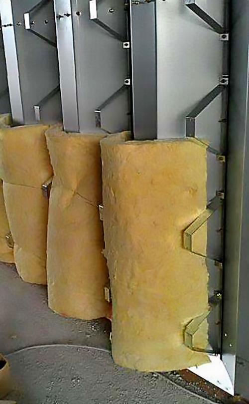 Ocieplenie systemu samonośnych hal łukowych - dla każdej hali łukowej. Prefabrykowane hale łukowe - każda hala łukowa może być ocieplona warstwą wełny mineralnej. Wełna mineralna nie przylega do powierzchni łuków.