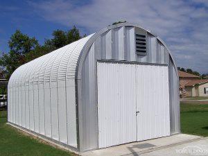 Galeria hal lukowych. Prefabrykowane, stalowe hale łukowe - hala łukowa jest samonośnym, lekkim garażem - budynkiem gospodarczym.