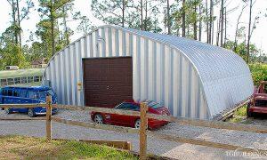 Galeria hal lukowych. Prefabrykowane, stalowe hale łukowe - hala łukowa jako samonośny, lekki garaż-warsztat / budynek gospodarczy.