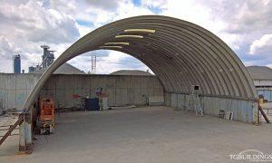 Samonośne hale łukowe - prefabrykowana stalowa hala łukowa jako lekki łukowy dach na ścianach z blachownic.