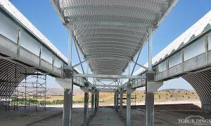 Samonośne hale łukowe - prefabrykowana stalowa hala łukowa jako system lekkich dachów łukowych na konstrukcji stalowej.