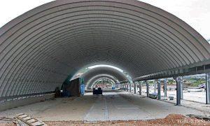 Galeria hal łukowych. Prefabrykowane, stalowe hale łukowe wykorzystane jako prefabrykowane samonośne wiaty / dachy oparte na konstrukcji stalowej.