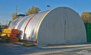 Galeria hal łukowych. Prefabrykowane, stalowa hala łukowa wykorzystana jako mobilna, samonośna wiata na konstrukcji stalowej i kołach.