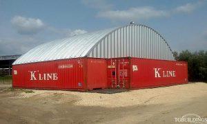 Samonośne hale łukowe - prefabrykowana stalowa hala łukowa jako lekki łukowy dach hali na kontenerach morskich stanowiących ściany boczne.