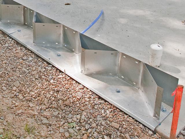 Prefabrykowane hale łukowe - akcesoria każdej hali łukowej: konektory montażowe hal łukowych.