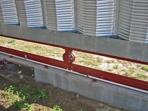 Samonośne hale łukowe - prefabrykowana stalowa hala łukowa stanowić może dach łukowy. Na rolkach - jako przesuwna konstrukcja zadaszenia.