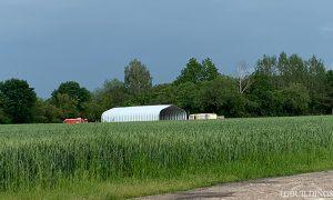 Galeria hal łukowych. Prefabrykowana, stalowa hala łukowa jako samonośna lekka wiata rolnicza.