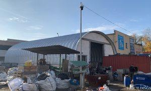 Dach łukowy. Prefabrykowane, stalowe hale łukowe wykorzystane jako samonośne łukowe dachy budynków.